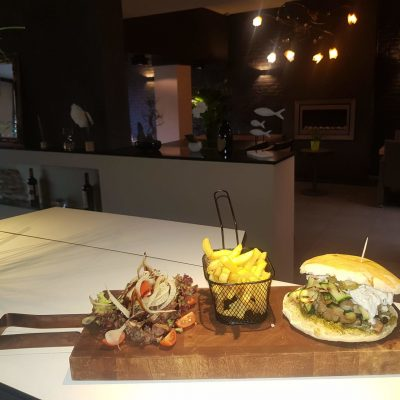 Hamburger met verse tonijn